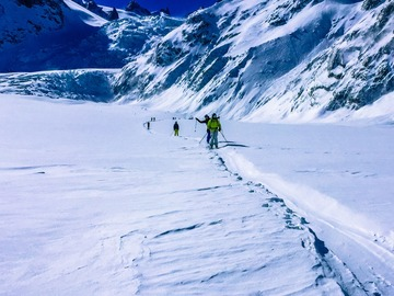 Experience (price per group): FREERIDE DESCENT OF THE FAMOUS VALLÉE BLANCHE