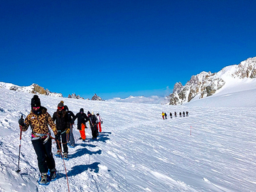 Experience (price per group): Snowshoeing and walks on the Mont Blanc glacier