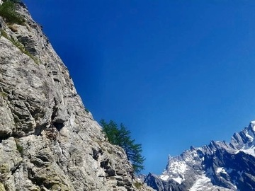 Experience (price per person): MULTIPITCH CLIMBING IN THE AOSTA VALLEY
