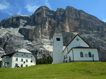 Social Experience (price per person): HIKING IN THE DOLOMITES, SANTA CROCE CHURCH - SAS DLA CRUSC
