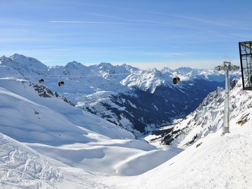 Experience (price per group): ADULTS PRIVATE SKI LESSON • LECH, ZÜRS, ST. ANTON, WARTH