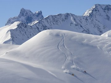 Experience (price per group): SKI DAY WITH GUIDE • ARLBERG