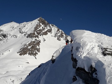 Experience (price per group): 1.5 hour of freeskiing in Les arcs