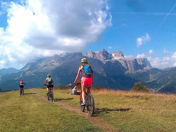 Private Experience (price per group): sellaronda bike tour