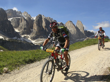 Social Entdeckung (preis pro person): Sellaronda Hero Tour in MTB (Lift for uphill)