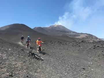 Esperienza (prezzo a persona): Crateri sommitali dell'Etna in E-bike