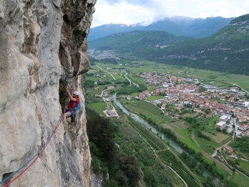 Experience (price per group): Multipitch rock-climbing in Arco (Sarca Valley)