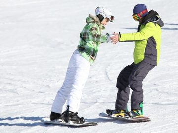 Experience (price per group): Private snowboard lesson in Val Thorens