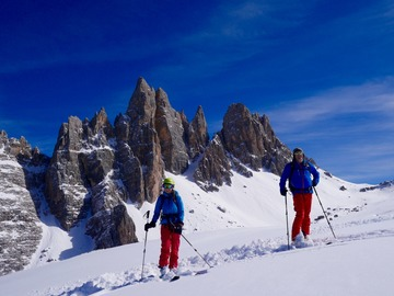 Experience (price per person): Freeride ski Dolomites