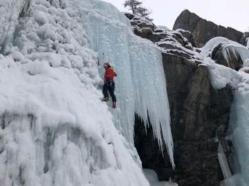 Experience (price per group): Ice climbing in Varaita Valley
