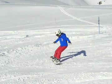 Experience (price per person): Snowboard lesson and freeride touring in Cervinia