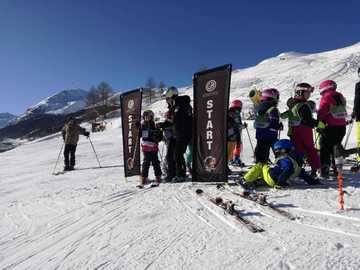 Experience (price per person): Group ski lesson for everybody (6 days - 2 hours/day)