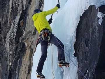 Experience (price per group): Iceclimbing  course in Aosta Valley