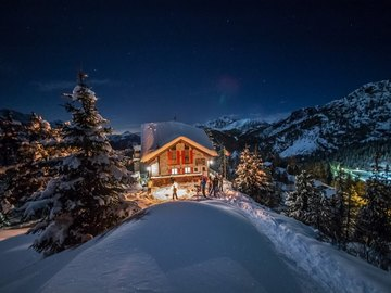 Experience (price per person): Snowshoes in the moonlight or sunset time