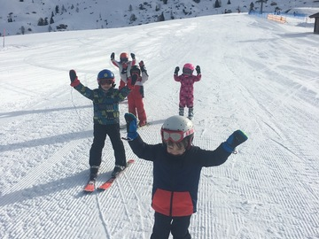 Experience (price per group): Group ski lesson in St. Moritz