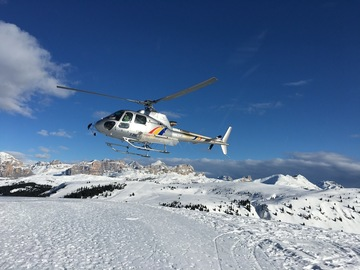 Experience (price per group): Heliskiing in the Dolomites - Panoramic flight and ski instructor