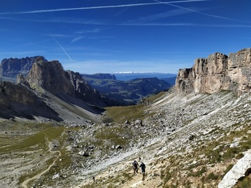 Experience (price per person): Hike to the top of Sass Ciampac in Val Gardena
