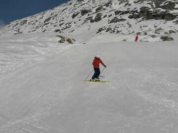 Experience (price per person): Ski technique training from the slopes into the terrain