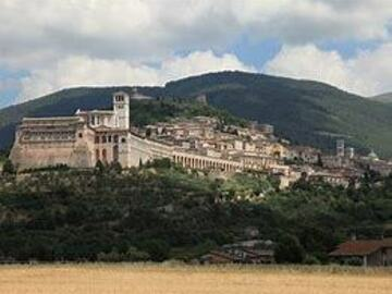 Adventure (price per group): A trek along the Via di San Francesco