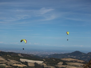 "Experience (price per person): ""Like an eagle"" paragliding flight in Cecima (PV)"