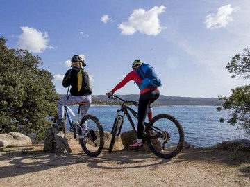 Experience (price per group): MTB along the sea shore, from beach to beach in Corsica