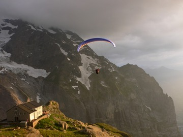 Experience (price per person): Hike, Dine & Fly Glecksteinhütte, Grindelwald