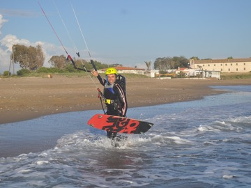 Experience (price per person): Learn kitesurfing with international instructors