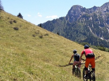 Experience (price per person): E-bike tour in the mountains of Bergamo