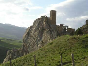 Expérience (prix par personne): Lake Ogliasto - Castle Gresti by train