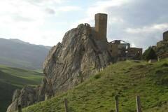 Experience (price per person): Lake Ogliasto - Castle Gresti by train