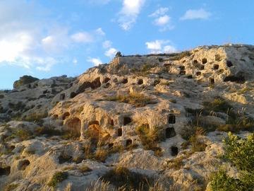 Entdeckung (preis pro gruppe): Storie nella roccia-Necropoli di Realmese e Villaggio bizantino